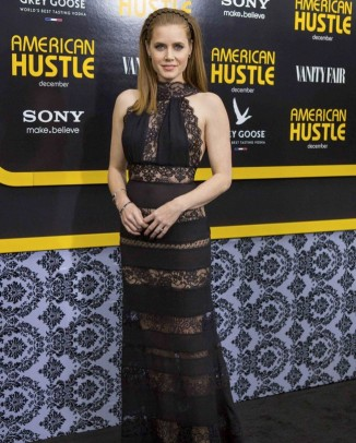 amy adams elie saab dress1 326x406 Model Talk: Gisele Bundchens Instagram Photo Creates Buzz
