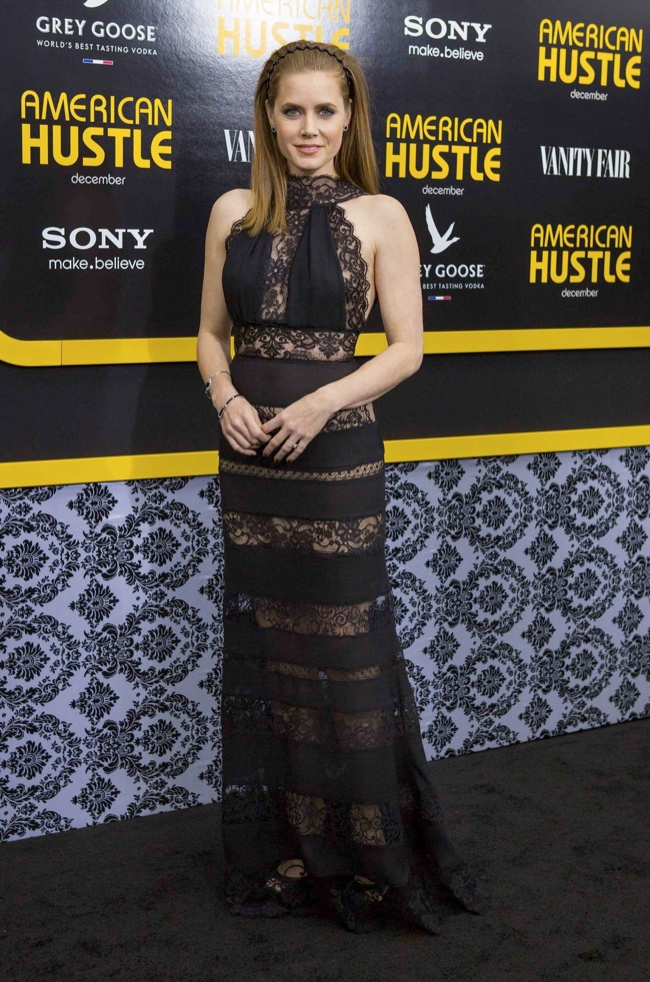 amy adams elie saab dress1 Amy Adams Wears Elie Saab at the American Hustle New York Premiere