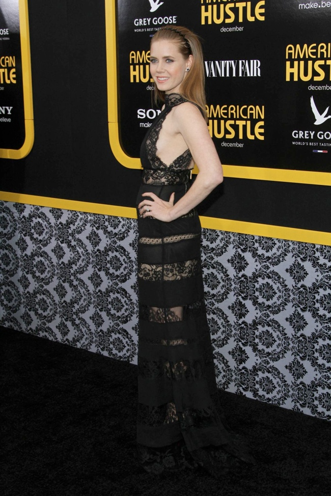 amy adams elie saab dress2 Amy Adams Wears Elie Saab at the American Hustle New York Premiere