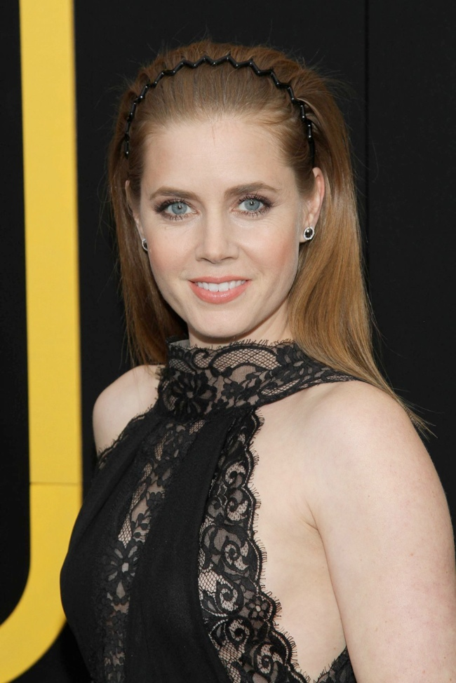 amy adams elie saab dress3 Amy Adams Wears Elie Saab at the American Hustle New York Premiere