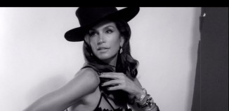 cindy crawford still 326x159 Radiant Orchid | Pantone 2014 Color of the Year