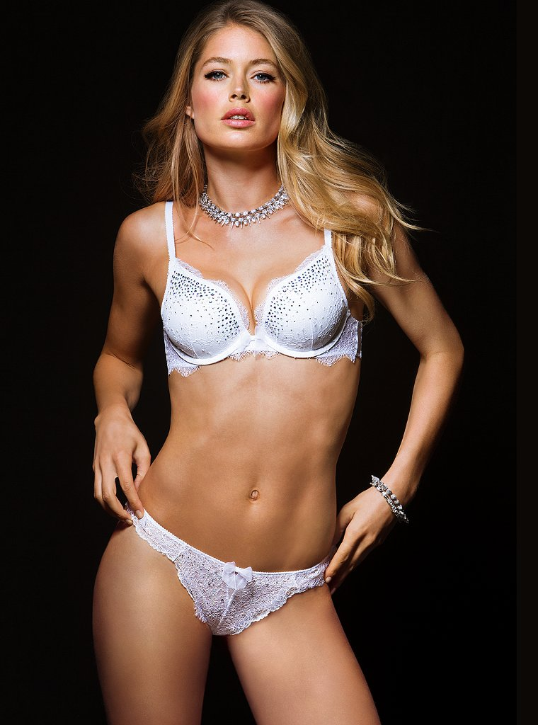 doutzen victorias secret3 Doutzen Kroes is Super Sexy in Victorias Secret Shoot