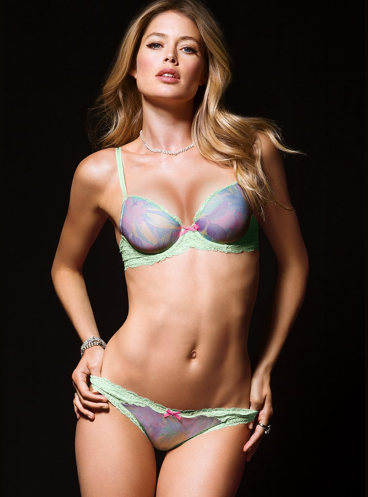 doutzen victorias secret6 Doutzen Kroes is Super Sexy in Victorias Secret Shoot