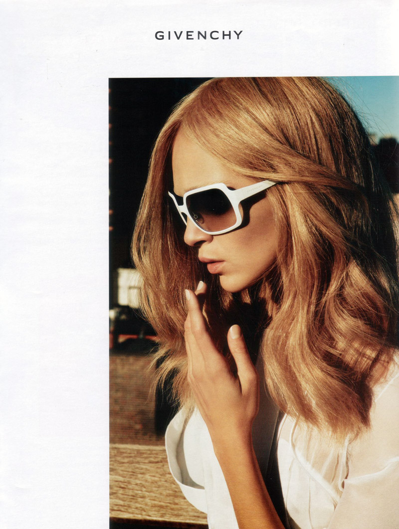 givenchy spring 2006 campaign5 Throwback Thursday | Mariacarla Boscono for Givenchy Spring 2006 Campaign