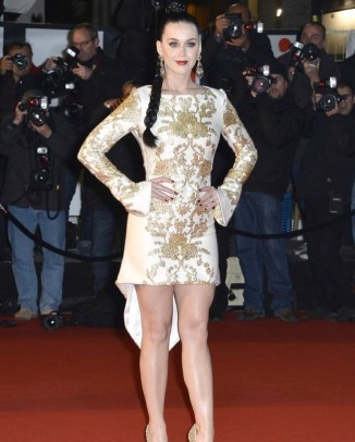katy perry osman dress1 326x406 Patrycja Gardygajlo Stars in 2014 Polish Embassy in Paris Calendar