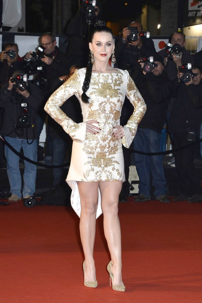 katy perry osman dress1 Katy Perry Goes for Gold in Osman at 2013 NRJ Awards
