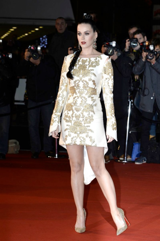 katy perry osman dress2 Katy Perry Goes for Gold in Osman at 2013 NRJ Awards
