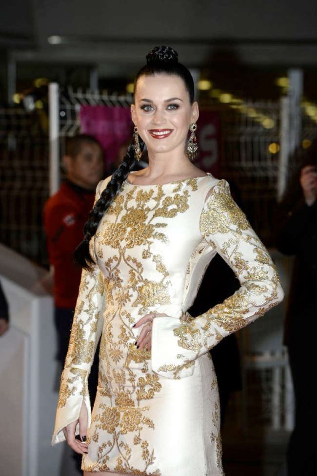 katy perry osman dress3 Katy Perry Goes for Gold in Osman at 2013 NRJ Awards
