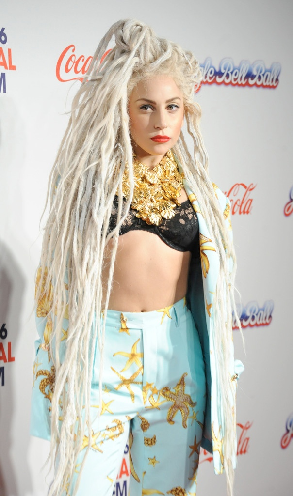 lady gaga dreadlocks2 Lady Gaga Rocks Dreadlocks, Versace Prints at Jingle Bell Ball in London