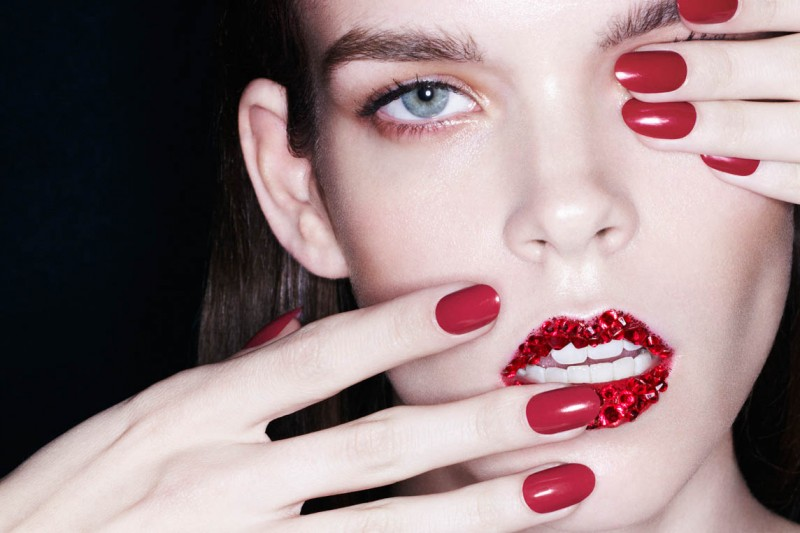 red beauty6 800x533 Meghan Collison Models Daring Beauty for Bazaar Spain by Nagi Sakai