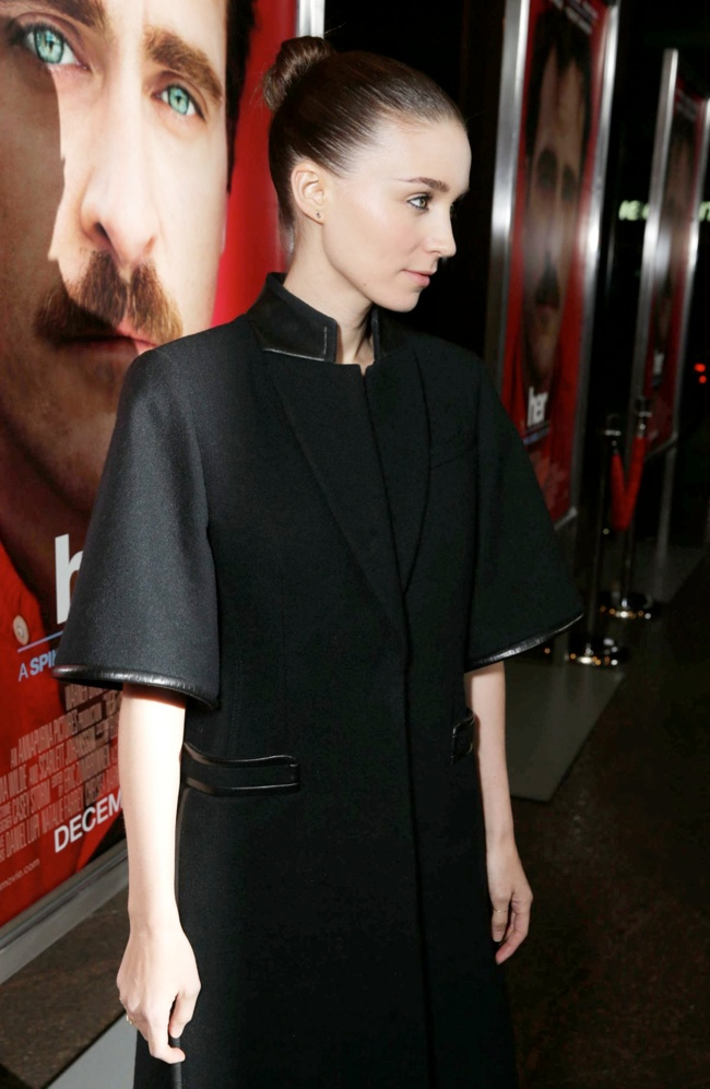 rooney givenchy2 Rooney Mara Wears Givenchy at Her LA Premiere