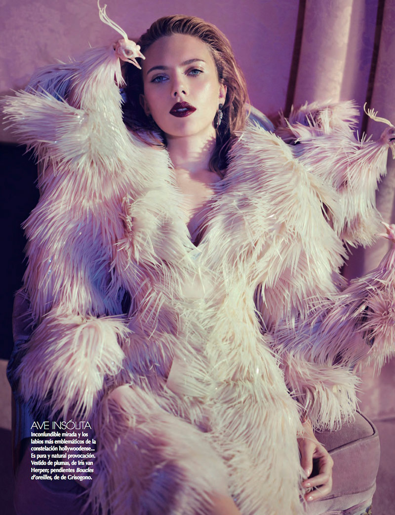 scar jo pictures4 Scarlett Johansson Gets Glam for Sofia & Mauro in Vogue Mexico