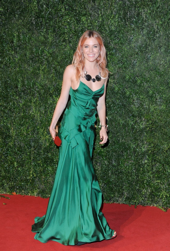 sienna miller burberry dress Daisy Lowe, Rosie Huntington Whiteley + More Stars at the 2013 British Fashion Awards