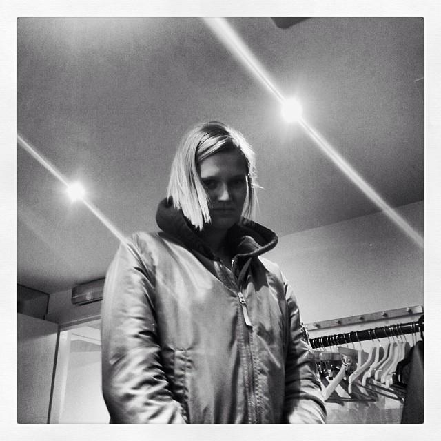 Toni Garrn Reveals Short Hair on Instagram