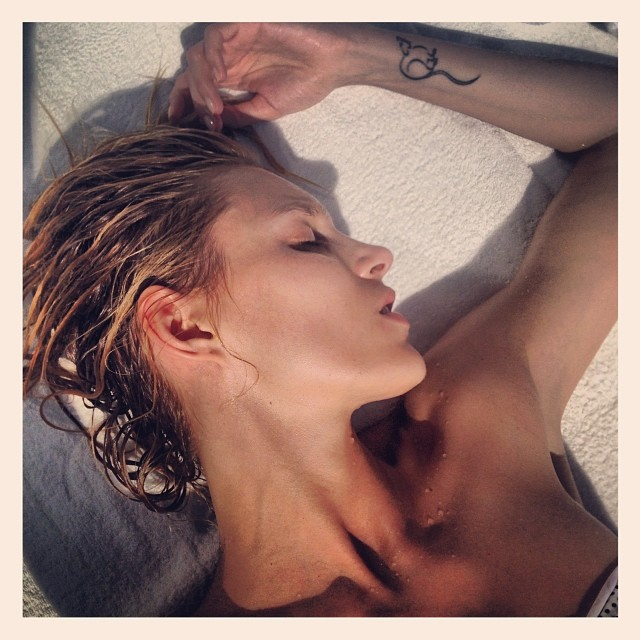 anja rubik instagram3 Anja Rubiks Vacation Photos Are Supermodel Gorgeous
