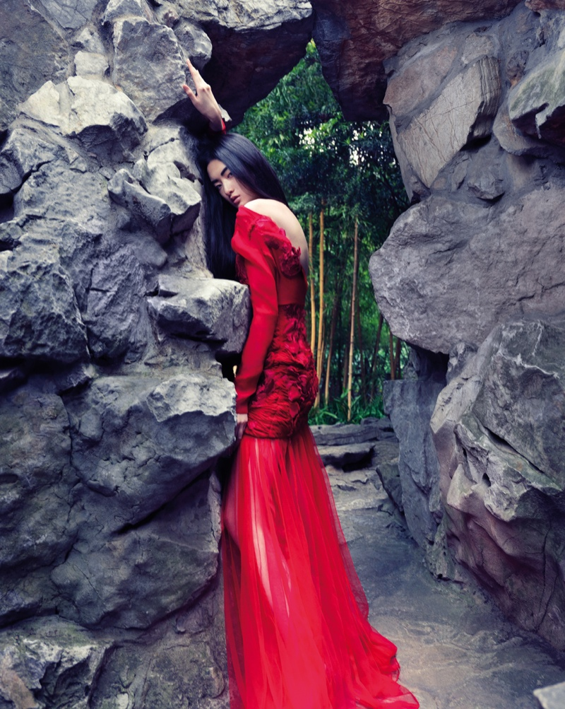 cici xiang model8 Cici Xiang Enchants for Stockton Johnson in Harpers Bazaar Vietnam