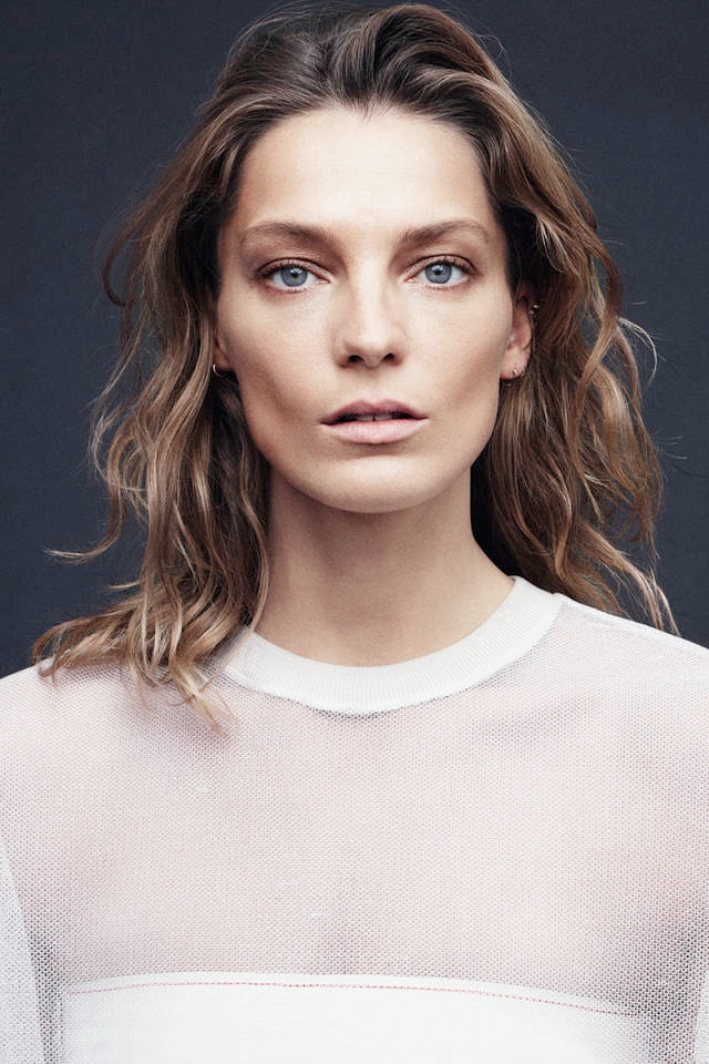 daria bazaar cover feature3 Daria Werbowy Covers Harpers Bazaar February 2014, Talks Turning 30