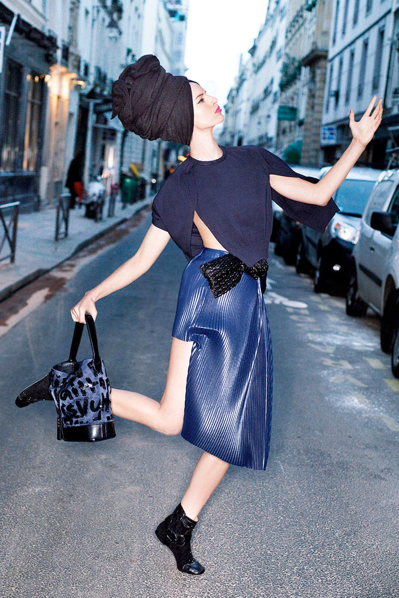 harpers bazaar carine story2 Rosie Huntington Whiteley, Naomi Campbell, Karolina Kurkova Pose for Harpers Bazaar Story