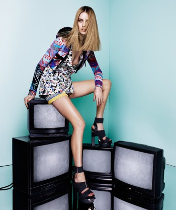 Julia Frauche Models Prints in Bazaar Latin America by Jason Kim