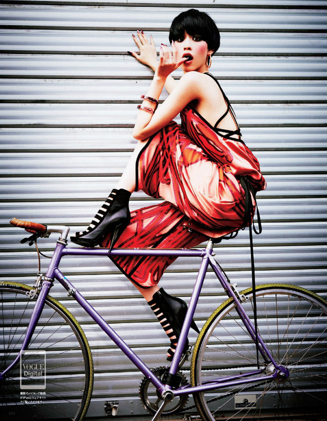 kiko gucci shoot6 Kiko Mizuhara Charms in Gucci for Ellen von Unwerth in Vogue Japan