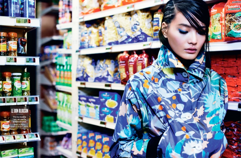 li wei naomi yang4 Li Wei Wears Spring Prints for Naomi Yang in Glamour France