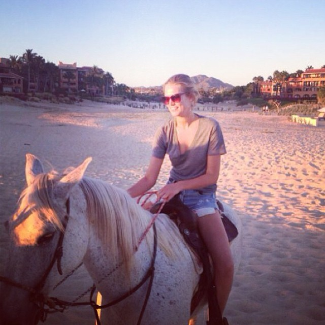 toni horse Instagram Photos of the Week | Doutzen Kroes, Anja Rubik + More Model Pics
