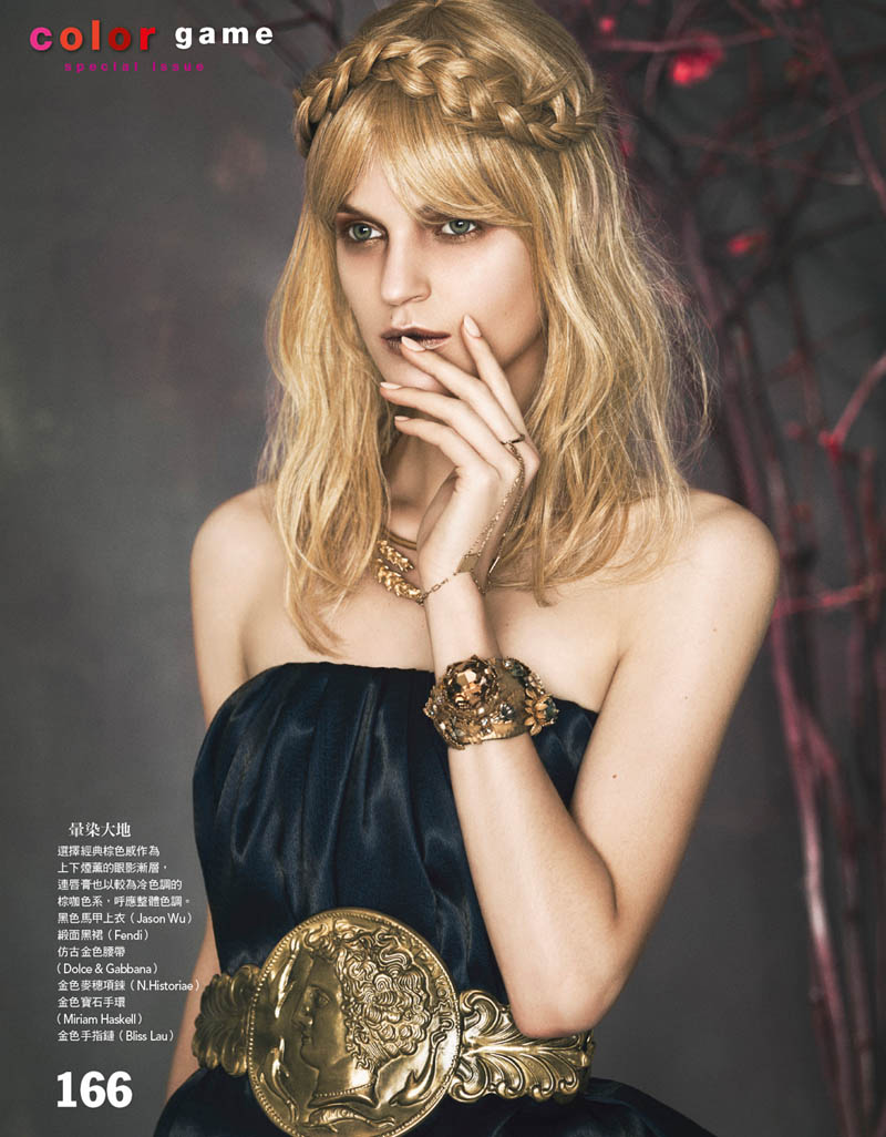 art beauty4 Magdalena Langrova is a Work of Art for Vogue Taiwan by Yossi Michaeli