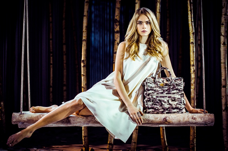 cara delevingne mulberry bag1 Cara Delevingne Teams Up with Mulberry for Bag Collection