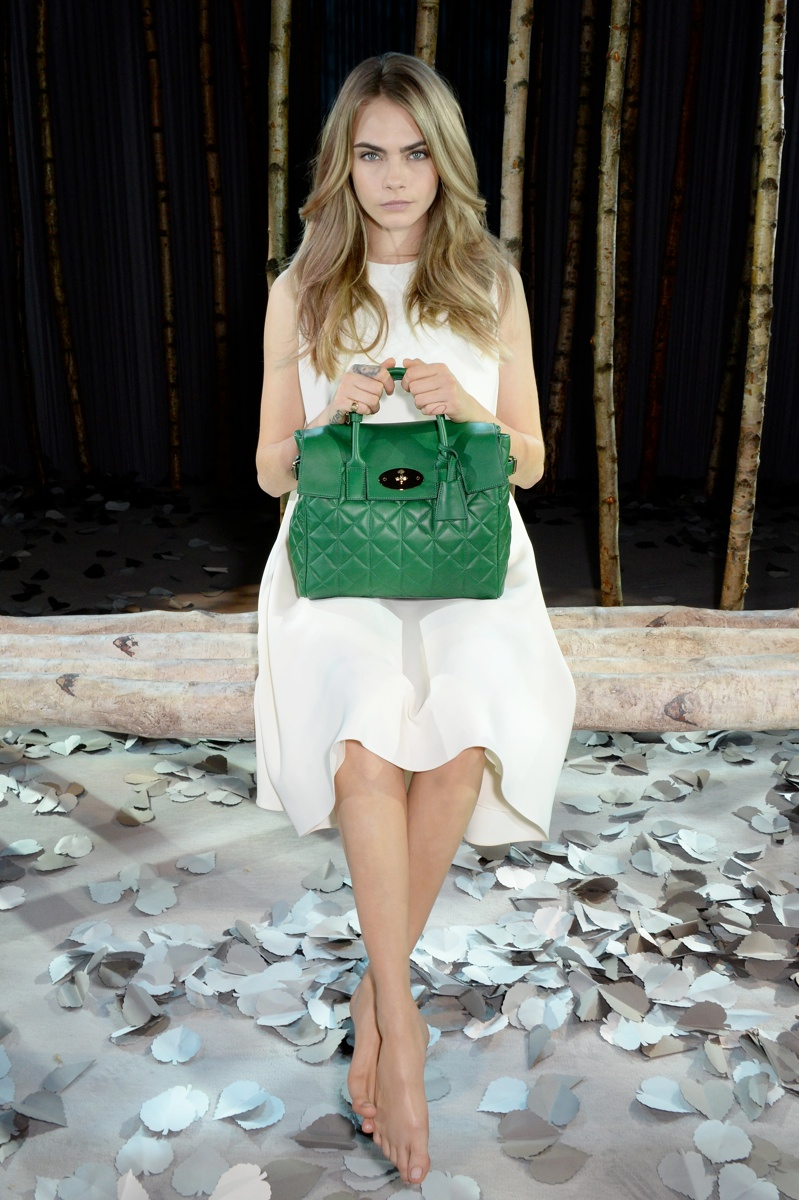 cara delevingne mulberry bag3 Cara Delevingne Teams Up with Mulberry for Bag Collection