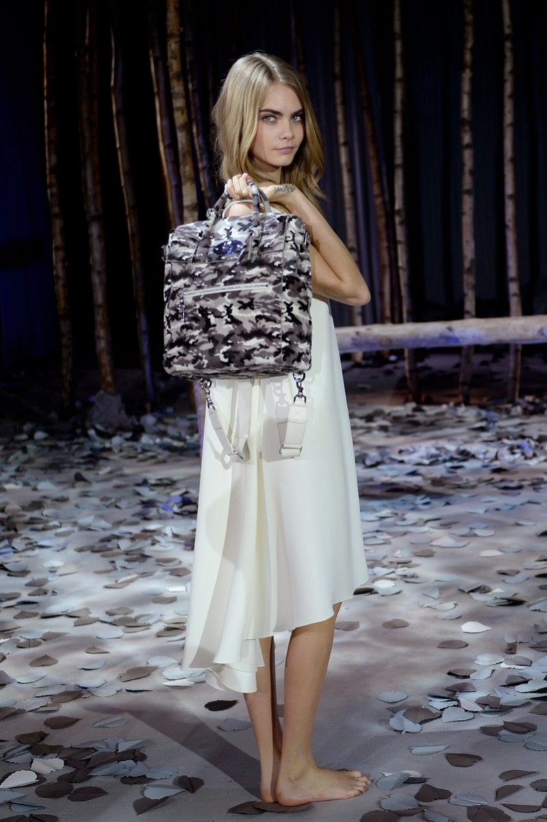 cara delevingne mulberry bag4 799x1200 Cara Delevingne Teams Up with Mulberry for Bag Collection