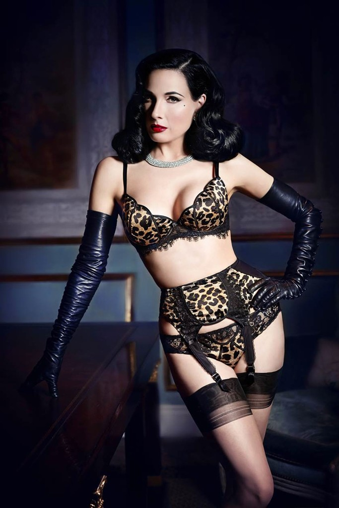 dita bloomingdales lingerie1 Dita Von Teese Collaborates with Bloomingdales on Lingerie Line
