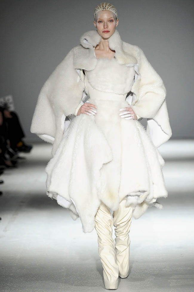 gareth-pugh-fall-winter-2014-show6