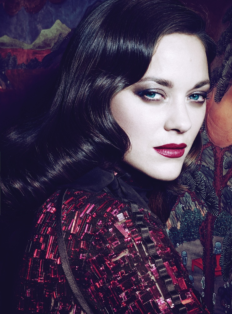 marion cotillard interview1 Dark Glamour: Marion Cotillard Poses for Seductive Interview Shoot