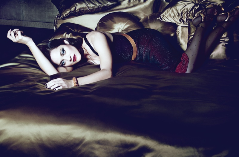 marion cotillard interview2 Dark Glamour: Marion Cotillard Poses for Seductive Interview Shoot