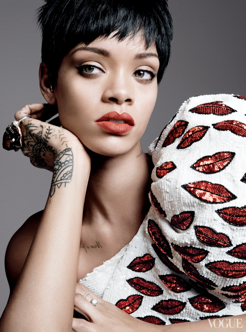 rihanna vogue photo shoot2 Rihanna Lands Third Vogue Cover for Magazines March Issue