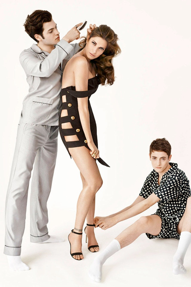 Stephanie Seymour & Sons Pose in Photo Shoot for Harper's Bazaar