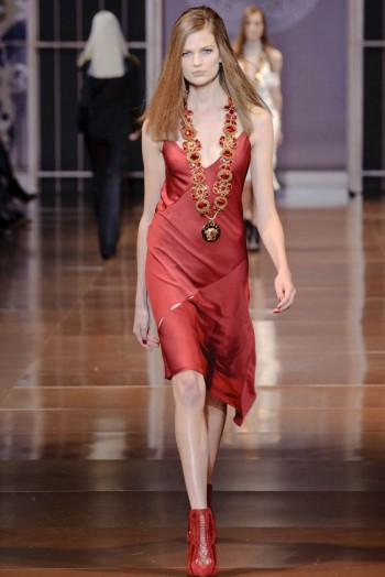 versace-fall-winter-2014-show45