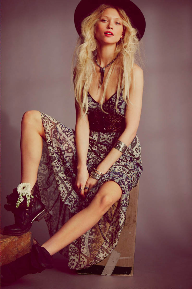 wild flower shoot5 Flower Power: Hana Jirickova Gets Spring y for New Free People Shoot