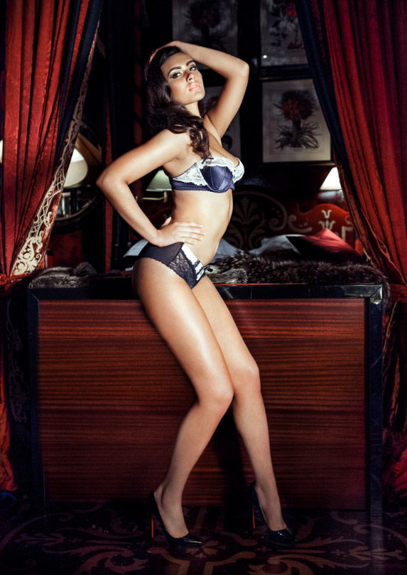 KARMI PINNING Models 1 Launches Curve Spring 2014 Campaign with Sexy Pin up Girls