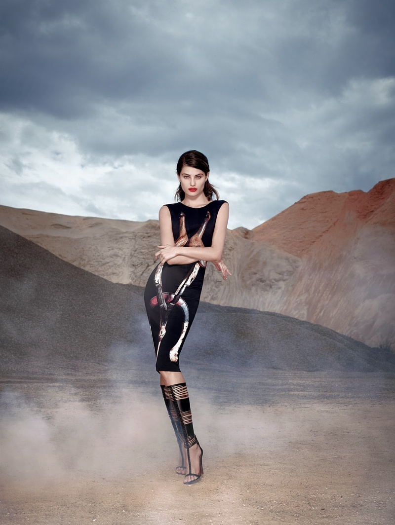Tufi Duek Isabeli Fontana Winter 2014 5 Isabeli Fontana is a Desert Queen in Tufi Dueks Winter 2014 Ads