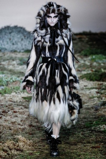 alexander-mcqueen-fall-winter-2014-show17