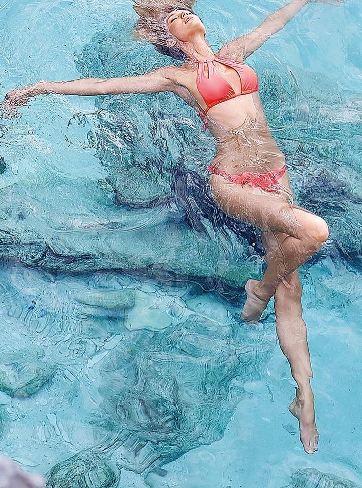 candice swanepoel bikini shoot23 Bombshell Alert! Candice Swanepoel Models Bikinis in Victorias Secret Shoot