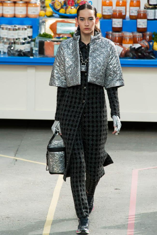 Fashion Show Fall Hit By Pendulum