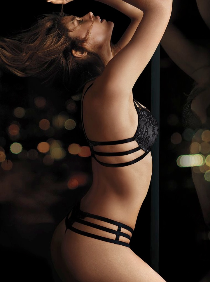 doutzen vs lingerie10 Doutzen Kroes Wows in New Victorias Secret Photos
