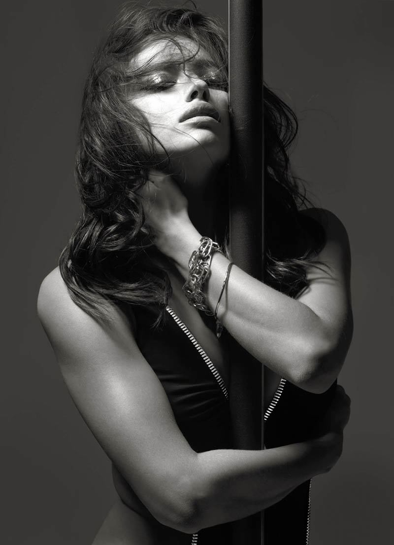 irina shayk v mag4 Pole Dancing: Irina Shayk Smolders in V Magazine Feature