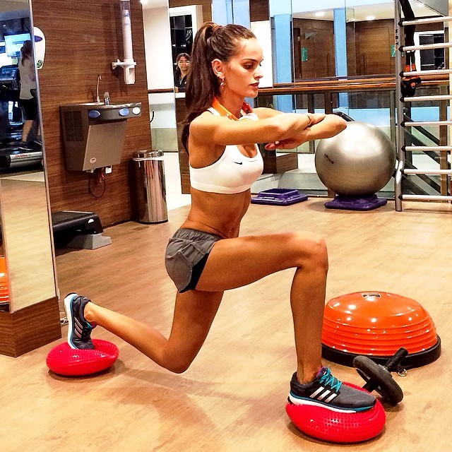 Izabel Goulart shows how she keeps her body so fit
