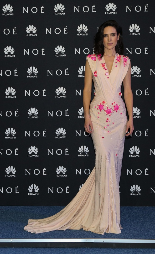 jennifer connelly givenchy couture1 Jennifer Connelly Wears Givenchy Couture at the Noah World Premiere