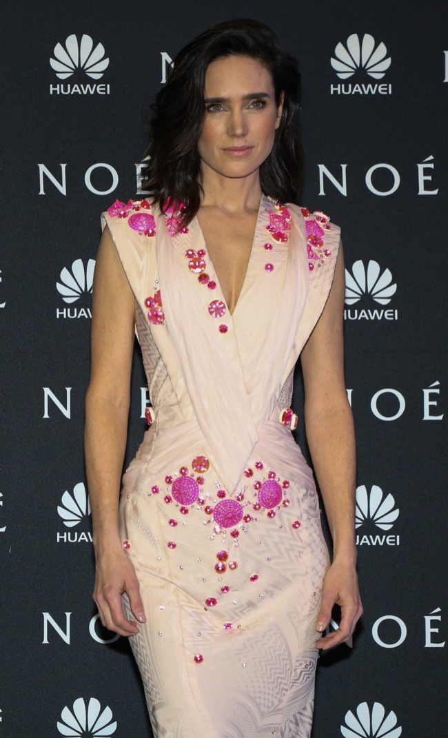 jennifer connelly givenchy couture2 Jennifer Connelly Wears Givenchy Couture at the Noah World Premiere