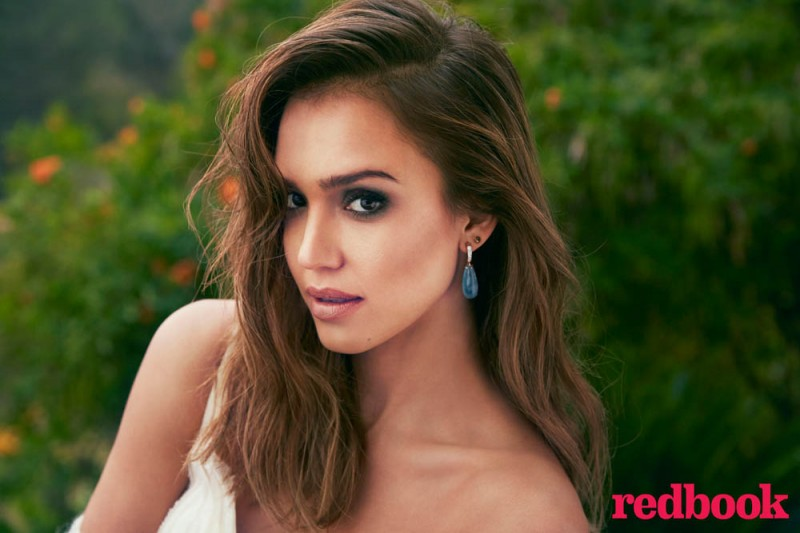 jessica alba redbook2 800x533 Jessica Alba Covers Redbook Magazine, Reveals Love for Craigslist