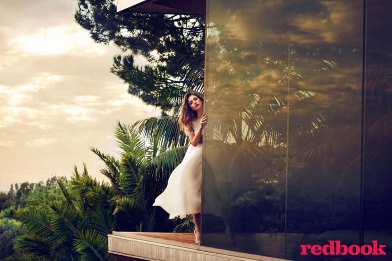 Jessica Alba Covers Redbook Magazine, Reveals Love for Craigslist